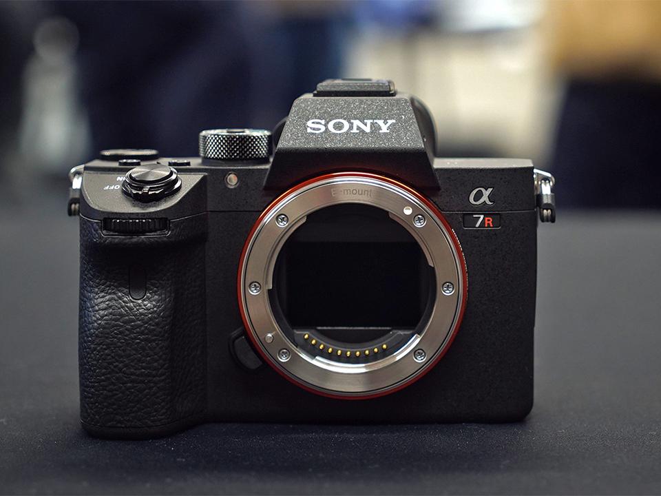 ソニー、α7R IIIを発表。高解像度をフルに活かすためのアップデート