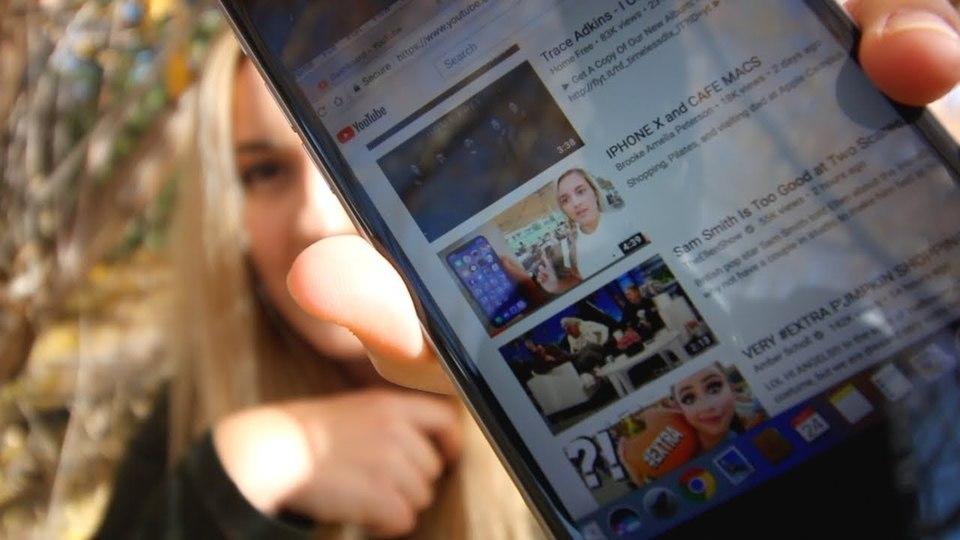 未発売の「iPhone X」の動画をYouTubeに投稿した女の子と父親、その結末は…?