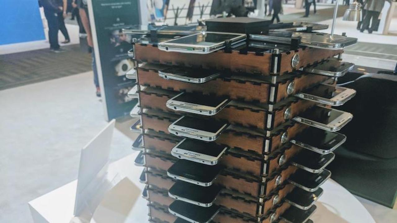Galaxy S5が40台で、ビットコインのマイニングマシンとなる