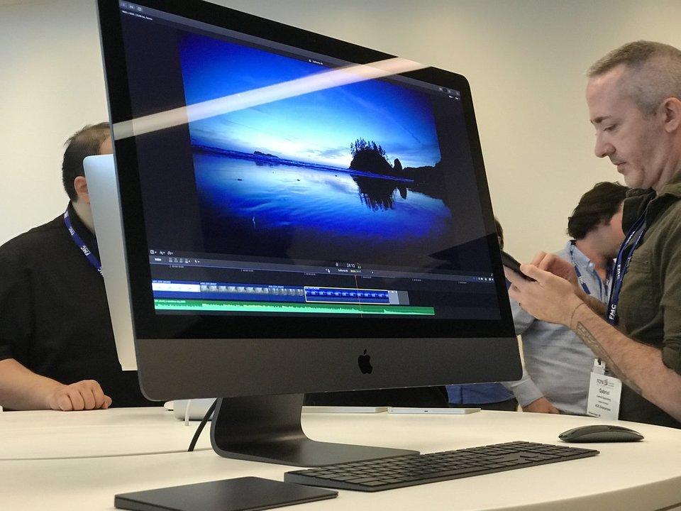 iPhone Xの話題で持ちきりですが、「iMac Pro」もひっそり実機が公開されてたみたいですよ