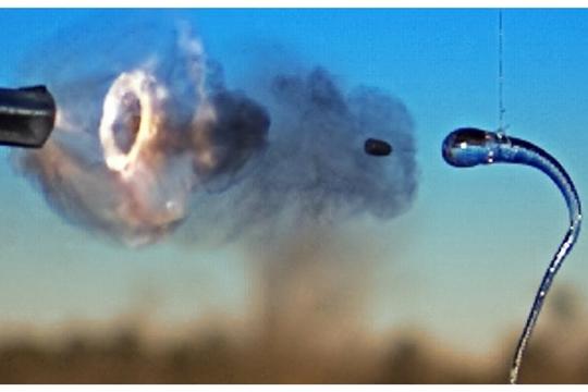 銃弾をも砕くガラス「ルパートの滴」。ようやく仕組みを解明