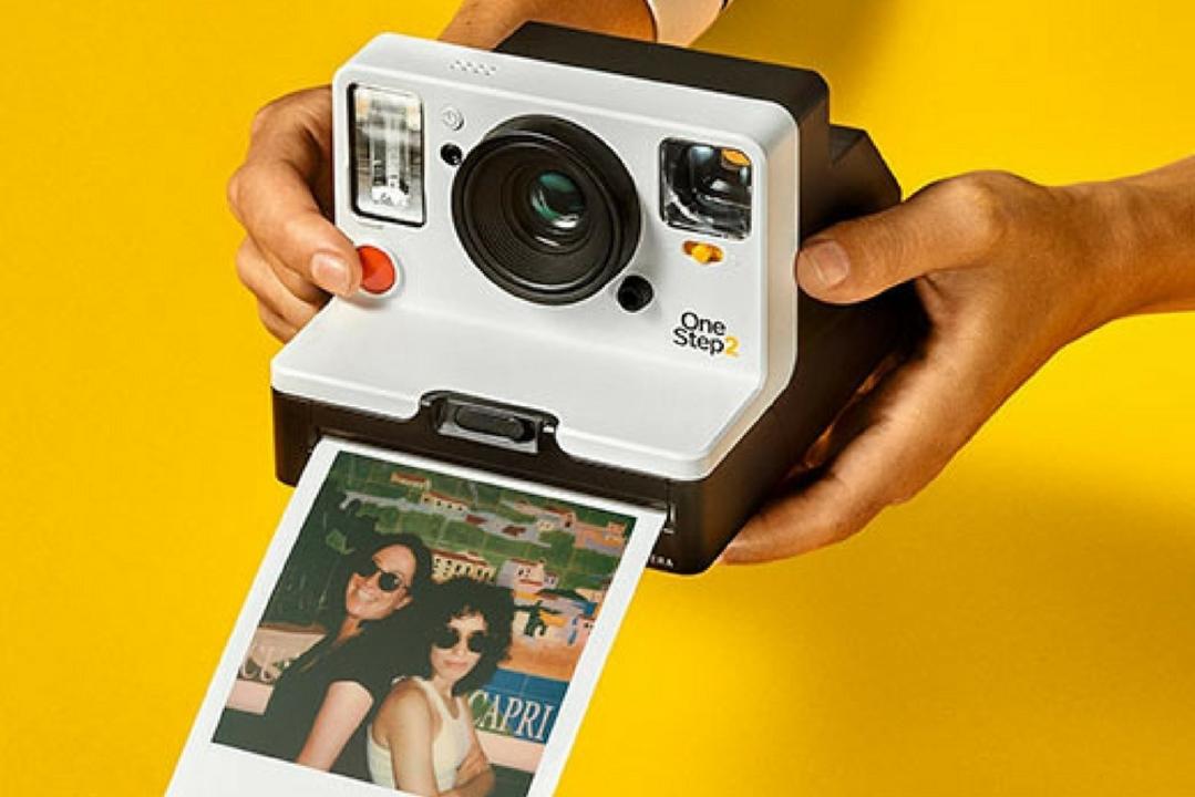 レトロだけど新しい。思い出をその場で手に入れるインスタントカメラ「OneStep 2」