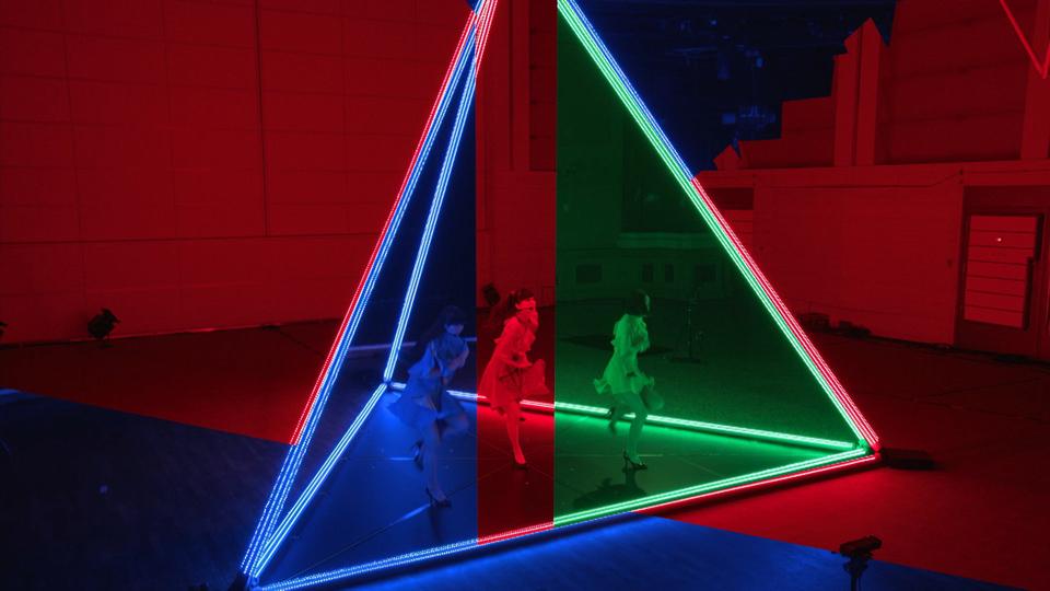 Perfume、東京/NY/ロンドンの3拠点に分かれて、遠隔のパフォーマンスを披露『FUTURE-EXPERIMENT VOL.1 距離をなくせ。』