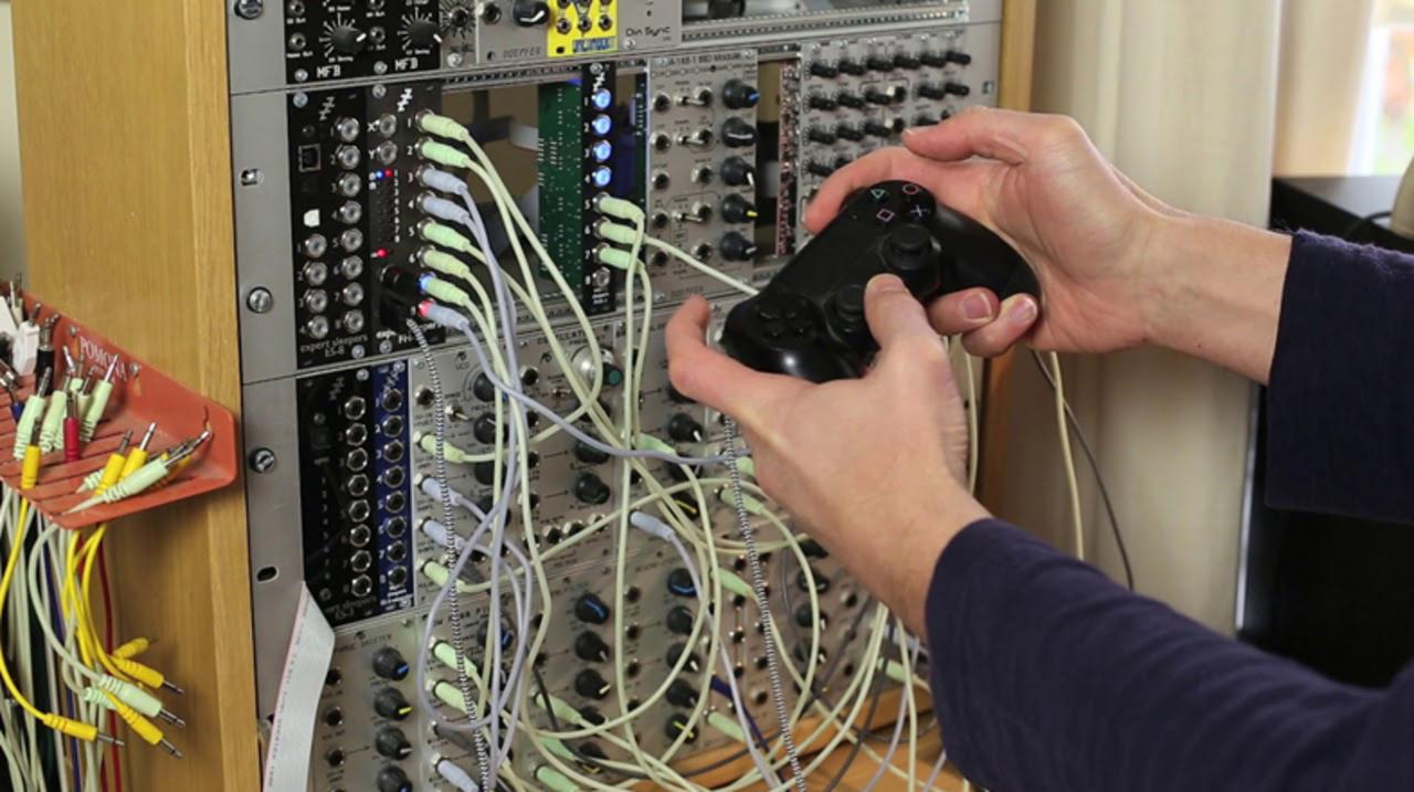 「ゲームパッド」や「トラックボールマウス」でコントロールできるシンセサイザー