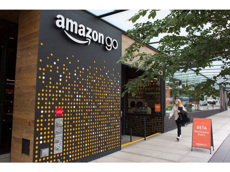 Amazonの無人小売店「Amazon Go」、ピカチュウコスチュームに惑わされず。しかし依然として問題あり…?