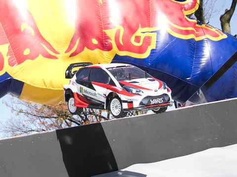 重力を感じられるリアルVRラジコンレースがアツい! 「SHIBUYA SPORTS CAR FES 2017」に行ってきた