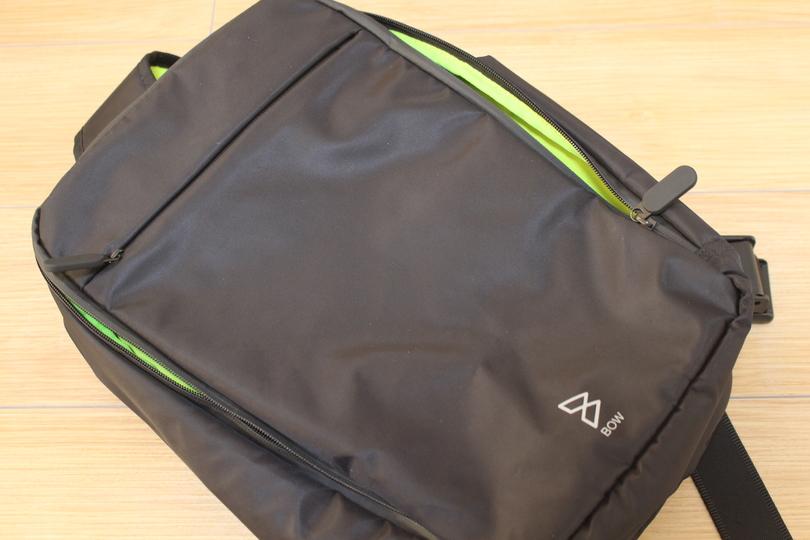 僕はバックパックよりショルダー派。13インチのPCがすっぽり入る多機能バッグ「Quiver」
