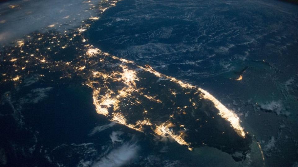 省エネのために街灯をLEDに変えたら、光害が増えたという研究結果