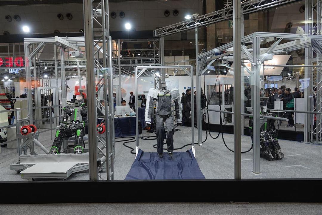 川崎重工 ヒューマノイド型ロボット展示