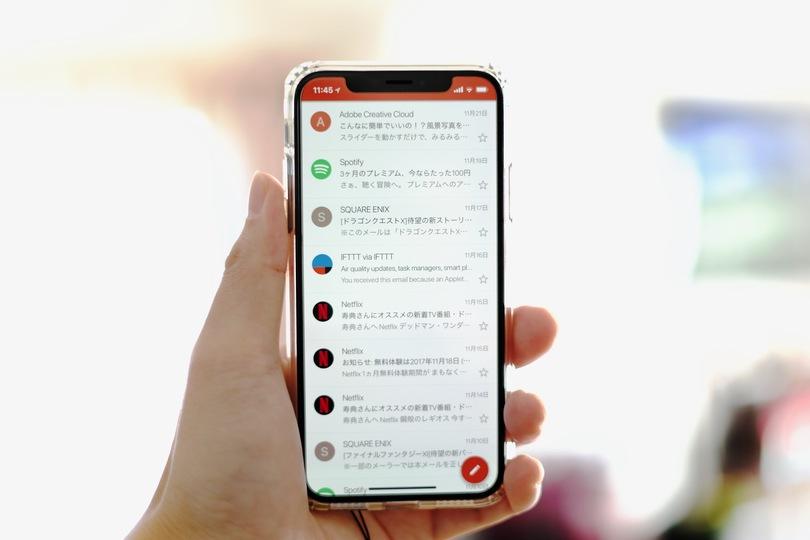 アップデート必須! GmailとLINEがついにiPhone Xの画面に対応しましたよ