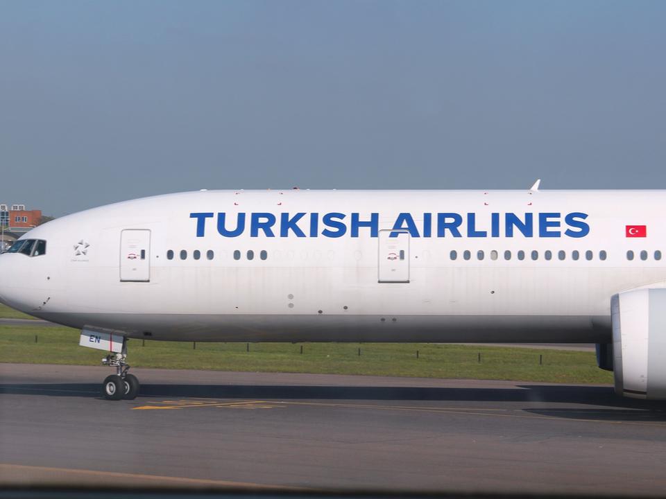 飛行機が緊急着陸、原因はWi-Fiのネーミングセンスの悪さ
