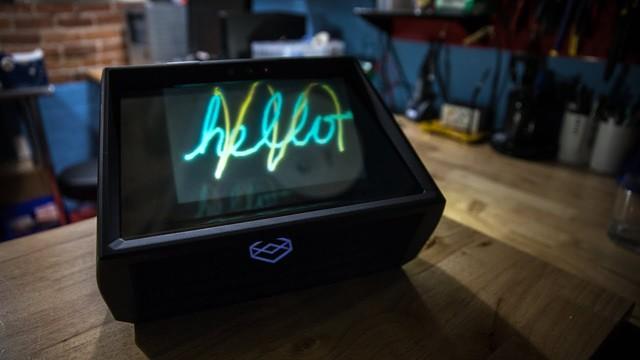 そのまま見えて指で動かせる! 3Dホログラムを投射する箱「HoloPlayer One」