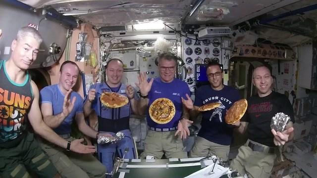 レッツ・パーティー! ISSでピッツァを作ってみんなで食べよう