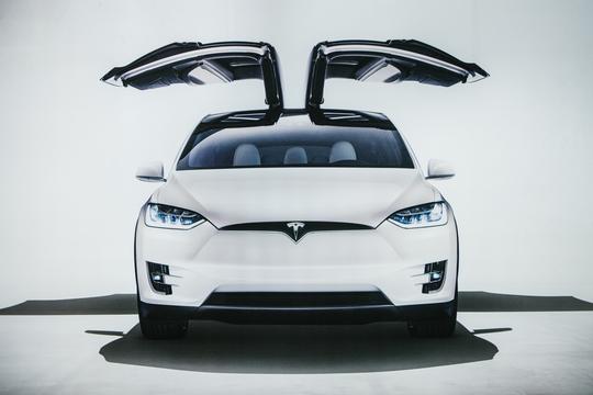Tesla、独自のAIチップを開発中。イーロン・マスクが語る