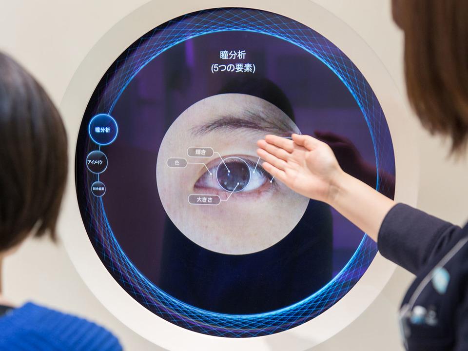 バーチャルで眼にレンズを装着できる。日本に1つのACUVUE®コンセプトストアは意外なテック・パークでした