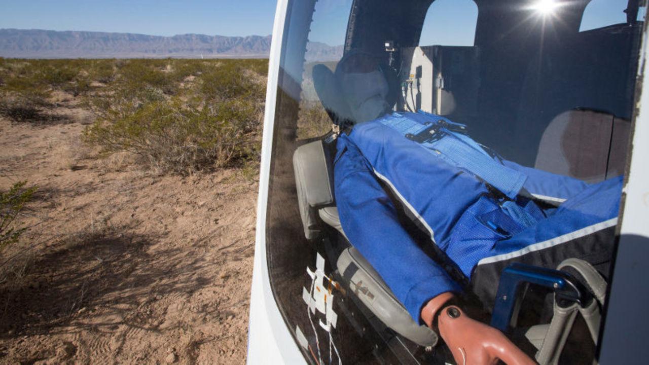 マネキン・スカイウォーカーがロケットに。Blue Originの打ち上げテスト成功