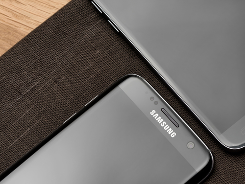 Samsungが両面ディスプレイスマホの特許を申請。前面ディスプレイが背面までグルッと回り込んだ感じ