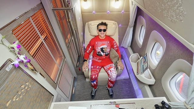 クリスマスのアグリーセーターで楽しむエミレーツ航空のファーストクラス