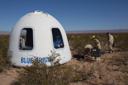 ジェフ・ベゾスのBlue Originが乗組員カプセルの初飛行テストに成功。民間人の宇宙旅行に向けて一歩前進