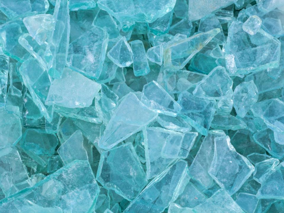 今後が楽しみすぎる! 割れてもくっつく新しいガラス素材、東大の研究グループが開発