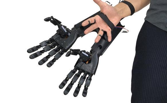 腕を最大で4本にしちゃうダブルハンドグローブ
