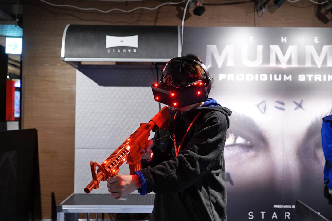 まるで裸眼のようなプレイ感。5K解像度のVRアトラクション「StarVR」がセガ新宿歌舞伎町店にやってきた!