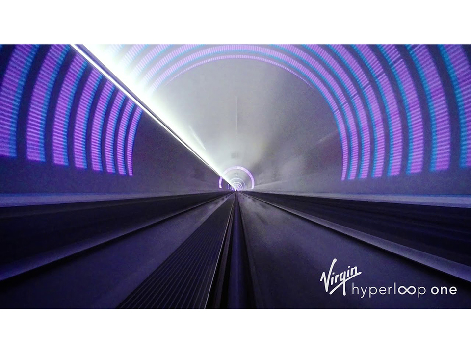 記録更新! 次世代交通システム「ハイパーループ・ワン」がテスト走行で時速387kmを叩き出す