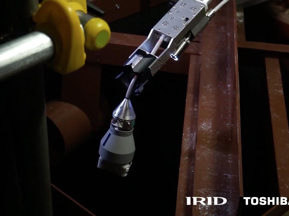 東芝、福島第一原発の調査装置を開発。長い竿からカメラが垂れる