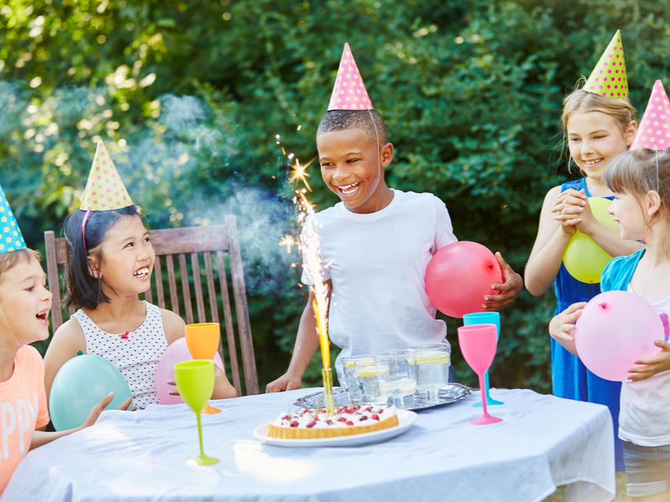 「誕生日パーティーがあるから年齢が上がる」そう信じている子どもたちもいる