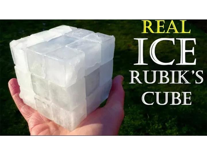 ちゃんと動くぞ! 氷で作ったルービックキューブ