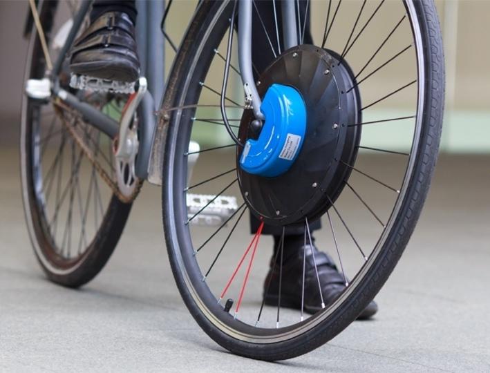 わずか60秒で設置可能。あらゆる自転車を電動に変身させる車輪