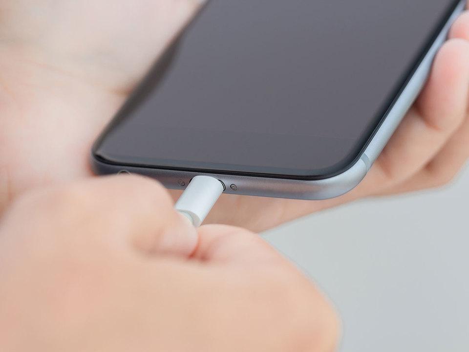 「スマホ性能は落とさない」SamsungやLG、HTC、Motorolaがそろって明言