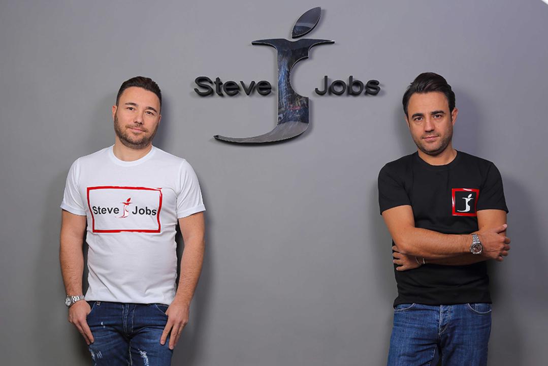 Appleっぽいロゴを使った「Steve Jobs」という企業がイタリアで認められる…