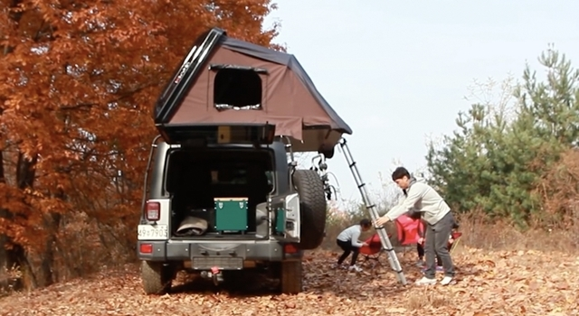 作業時間はたった1分。車の上に張ることができるテント