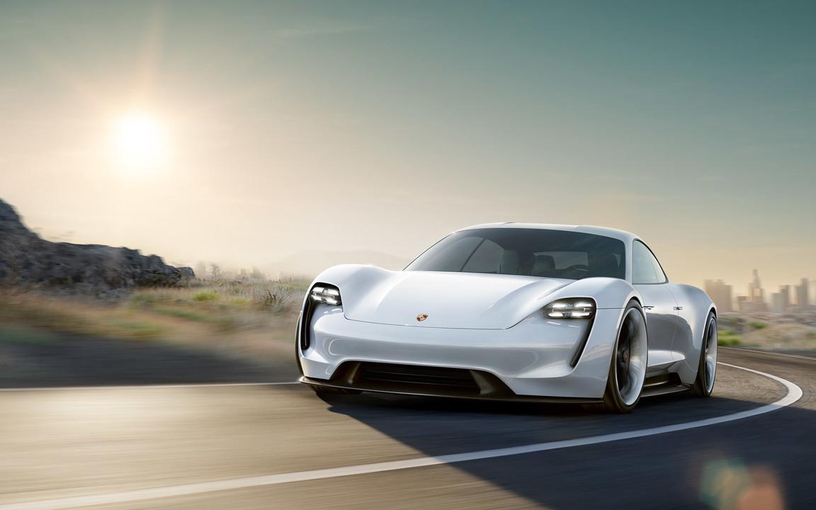 ライバルはTesla!? ポルシェが670馬力の電気スポーツカーを計画中