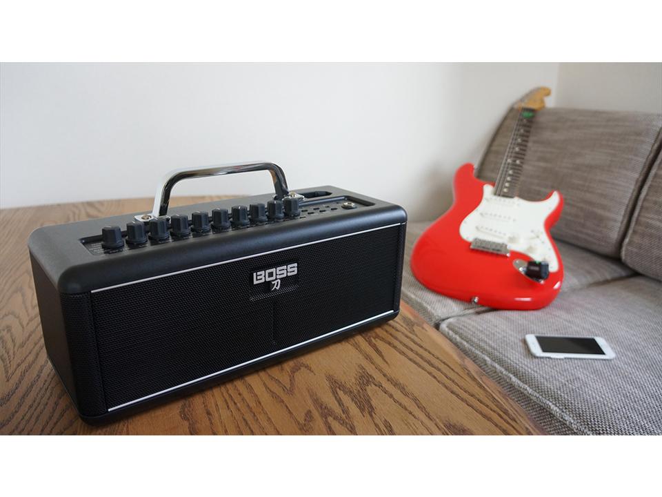 Rolandが世界初の完全ワイヤレスギターアンプを発売。50種類以上のエフェクトも搭載