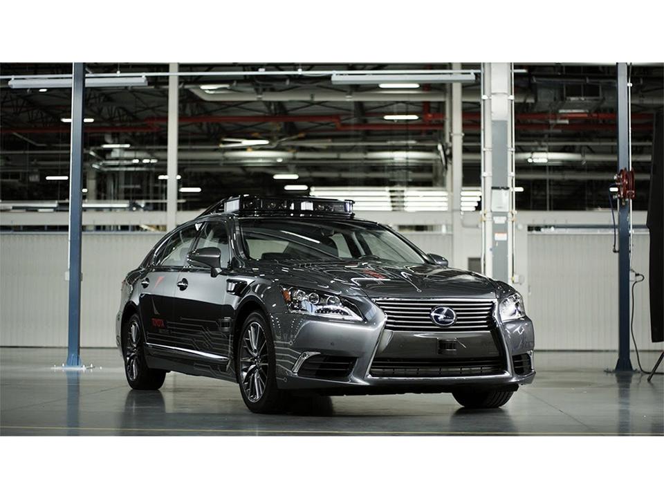 技術力の結集。ミニマムなセンサー類を装備したトヨタの自動運転車「Platform 3.0」