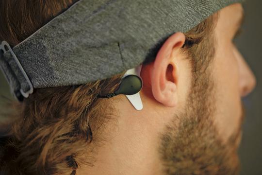 Philipsによる世界発「臨床試験で実証」された睡眠改善プロダクト「SmartSleep」はリアルタイムで睡眠を深めてくれる
