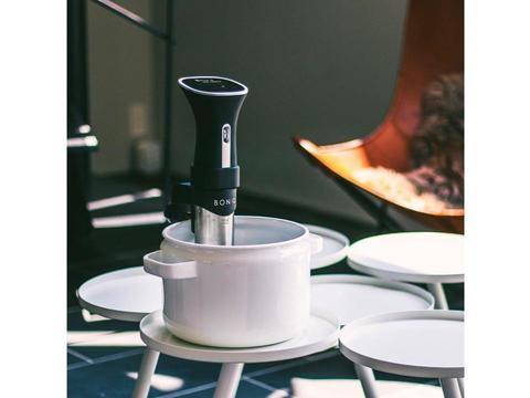 自宅で簡単にミディアムレアのお肉が作れる、低温調理器「BONIQ」