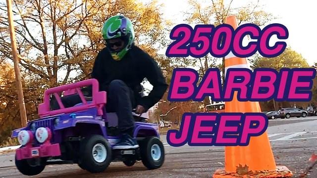 ピンクの衝撃が街を走る! 子供用バービー・ジープに250ccエンジンを載せてみた