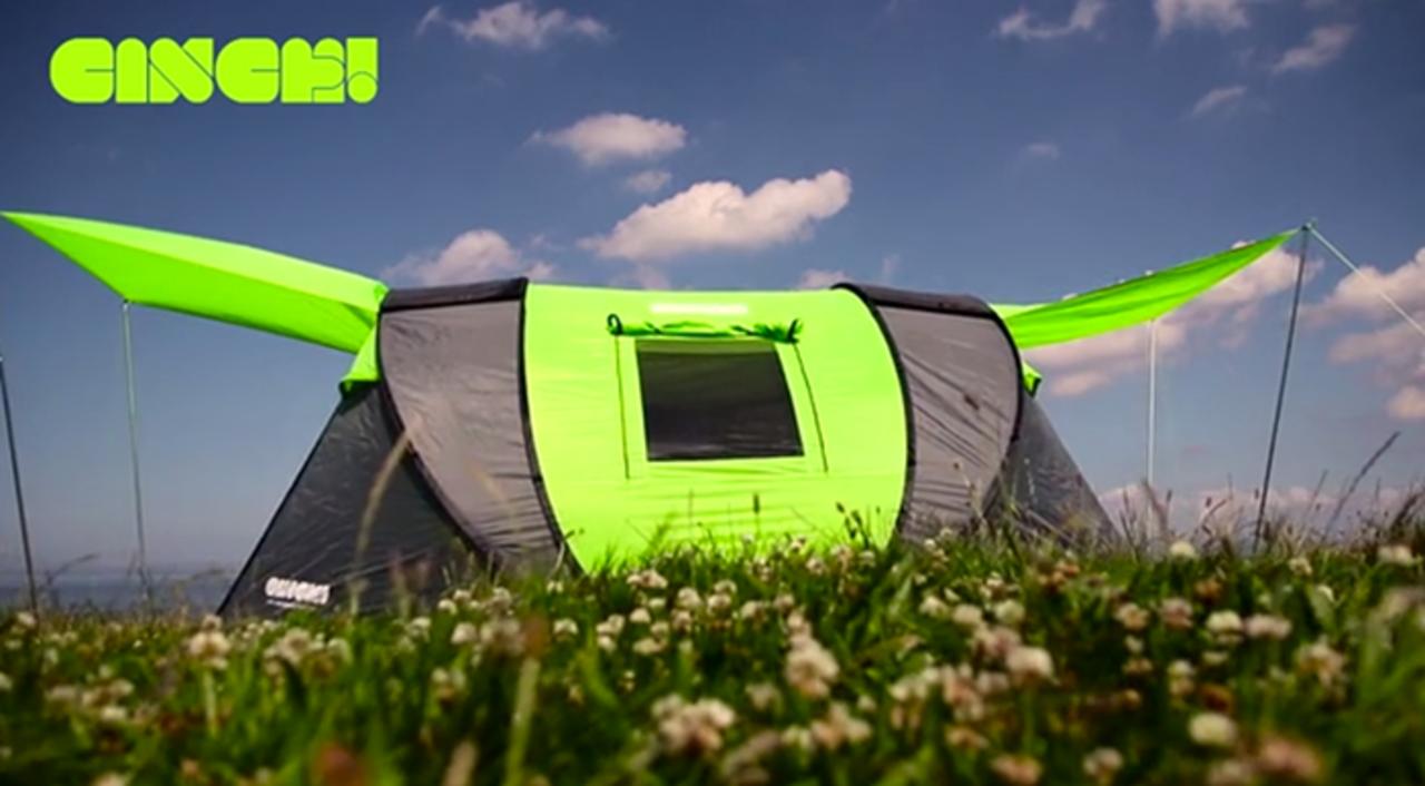 太陽光でガジェットの充電可能。組み立て不要のポップアップテント「Cinch!」
