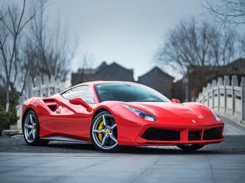 フェラーリがEVスーパーカーを開発へ! 会長がTesla越えを明言