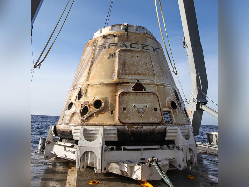 再利用されたSpaceXの補給船Dragonが2度目の宇宙旅行から帰還