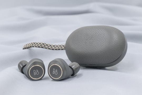 B&Oの左右独立型イヤホン「Beoplay E8」レビュー:もはや音質だけが求められる時代は終わった