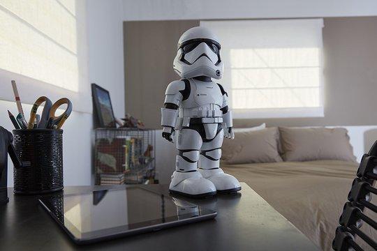 トルーパーよ、目標排除せよ! 音声認識・顔認識・ARアプリなどを備えた「First Order Stormtrooper」がもうすぐAmazonでも発売へ