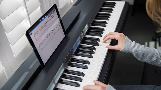 家のピアノをスマートピアノ化するガジェット「Piano Hi-Lite」