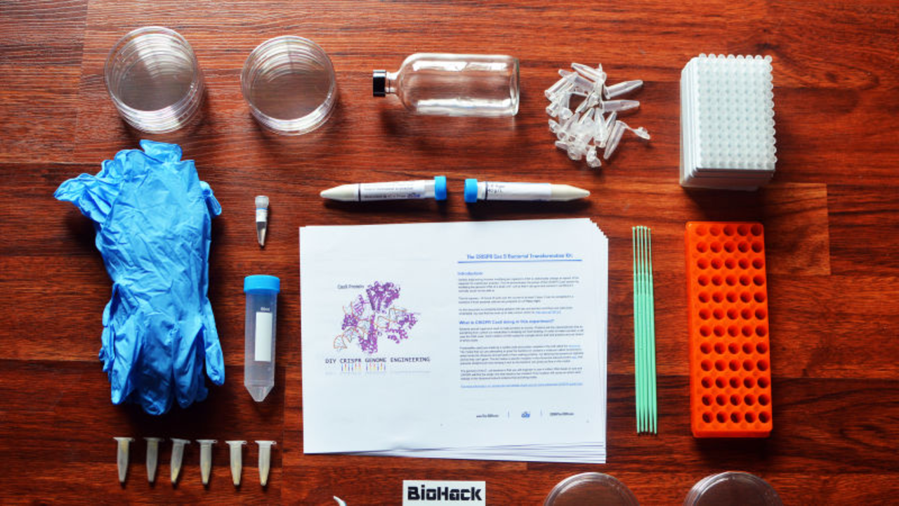 自分の身体で遺伝子実験を行なう「バイオハッカー」たちを規制するべきなのか