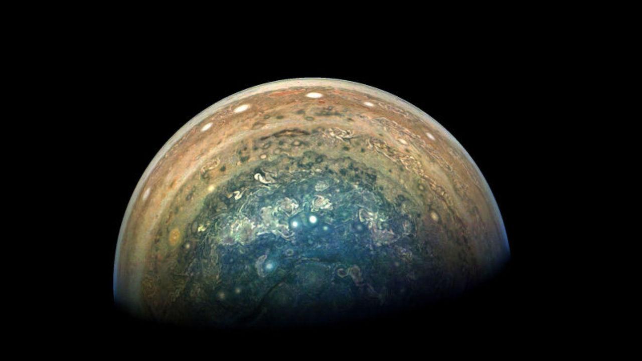木星探査機ジュノーがとらえた、雄大な木星の様子