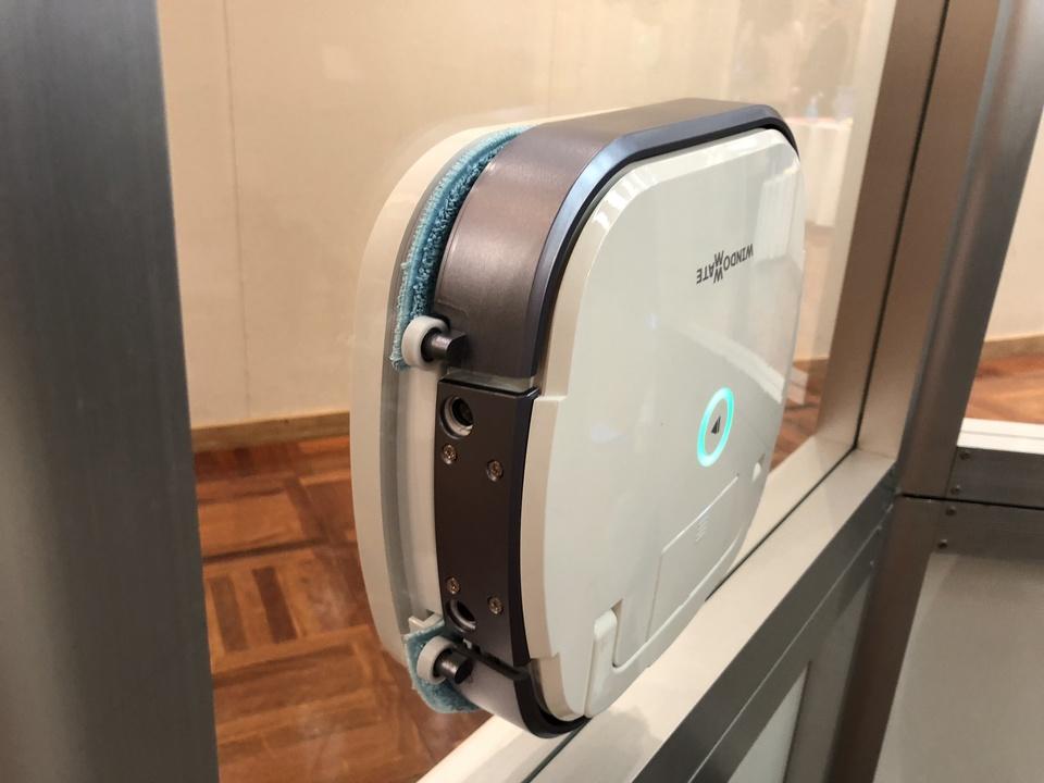 ついに窓掃除まで自動化へ。磁石でくっつく家庭用窓掃除ロボット発表