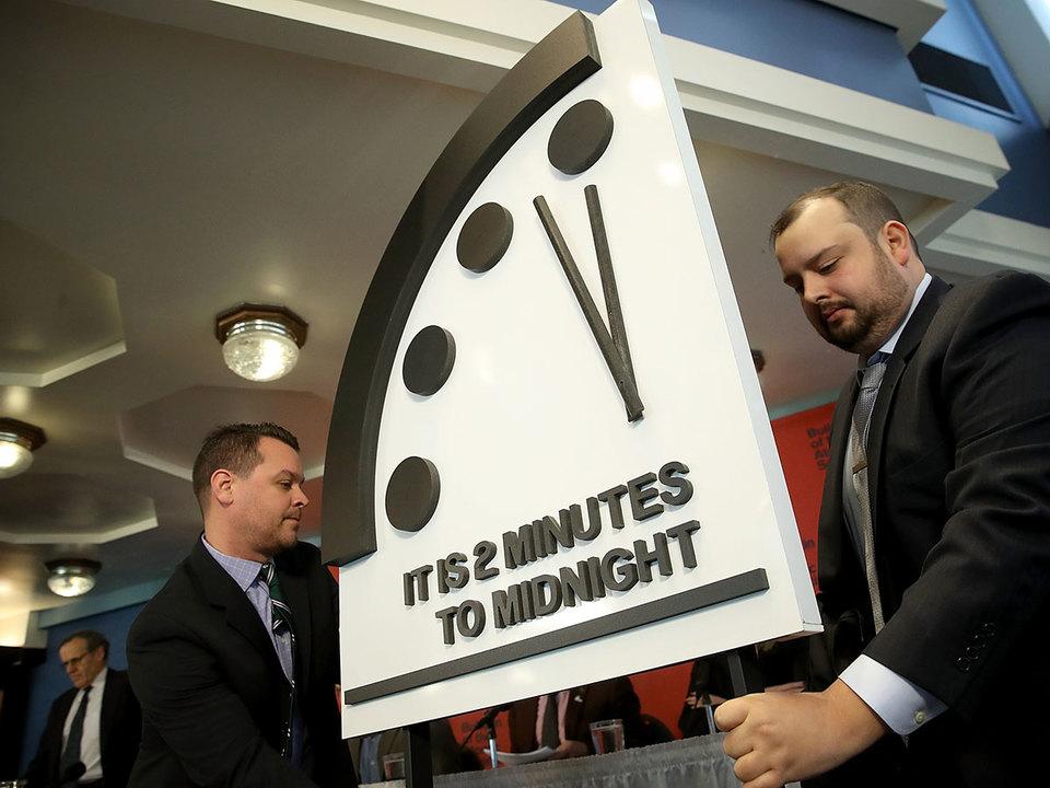 世界終末時計の針が30秒進み、世界の終わりまであと残り2分に